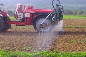 Удобрение земель трактором