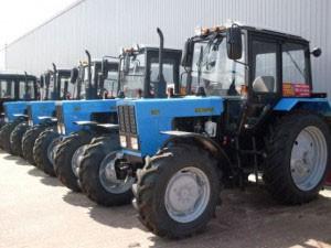 Ряд тракторов