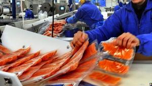 Красная зарубежная рыбка в России станет дороже