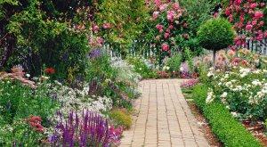 Приводим в порядок тропинки в саду