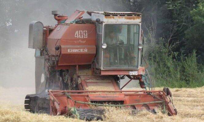 уборочгные работы в Завитинском районе Амурской области гусеничным комбайнами