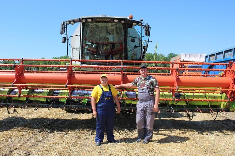 студенты Амурского аграрного коллежда убирают урожай