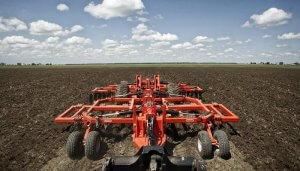 Обработка почвы комбинированным агрегатом