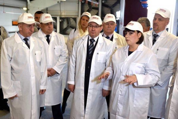 губернатор Тюменской области посетил новый птицекомплекс и жилой дом