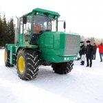 Конструкторы машиностроительного завода Курганской области представили уникальный трактор