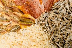 В Уссурийске начали выпускать снеки из морской рыбы и кальмаров