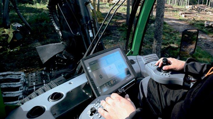 В Белгородской области реализуется проект по внедрению в сельхозтехнику системы умного управления