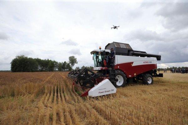 В Томской области уборку зерновых провелми с использованием комбайна беспилотника